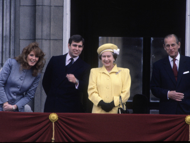 Фото №2 - Знакомство с родителями: как Сара Фергюсон «провалила» первую встречу с Королевой и принцем Филиппом