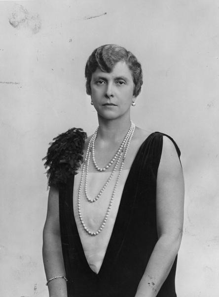 Фото №1 - «Бешенство матки», опыты Фрейда, жизнь в изгнании: история свекрови Елизаветы II, которую считали сумасшедшей