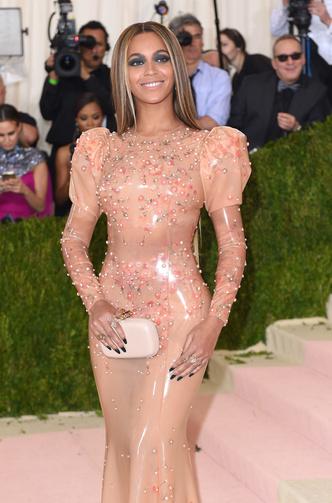 Фото №26 - Модные мученицы: самые неудобные платья звезд