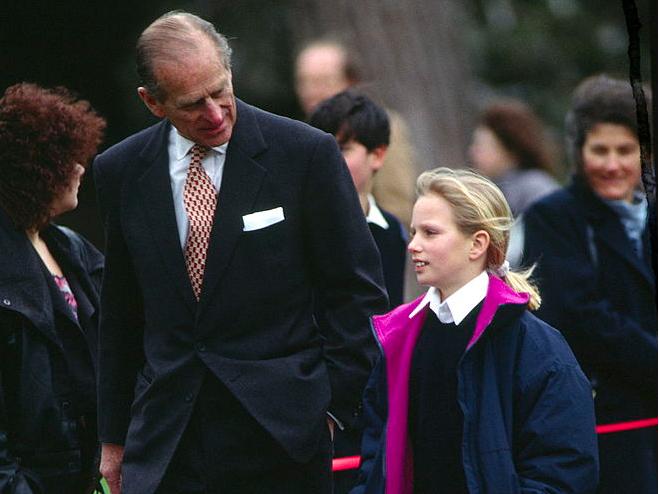 Фото №5 - Любимый дедушка: 25 самых трогательных фото принца Филиппа с внуками