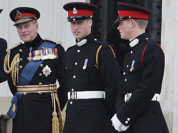 Фото №2 - Соперничество и заискивание: что не так с заявлениями Гарри и Уильяма о принце Филиппе