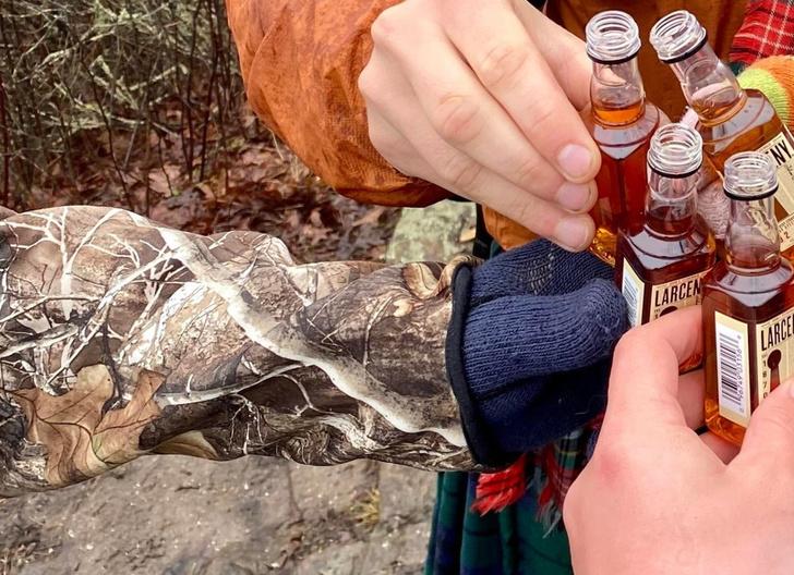 Фото №5 - Оптическая иллюзия с висящей в воздухе бутылкой озадачила и повеселила Интернет
