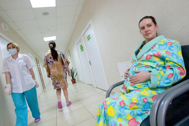 Фото №3 - Отмена третьего УЗИ, ЛОРа и не только: в России сократили список обязательных медпроцедур для беременных