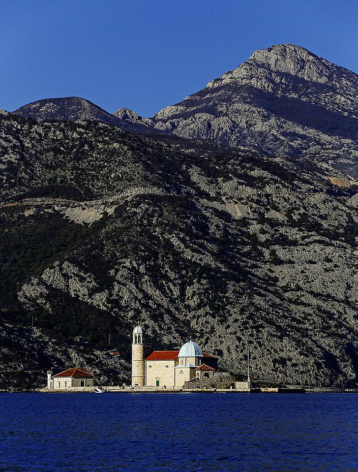 Фото №6 - Остров серебра в Черногории: собрание из 1427 благодарственных пластин