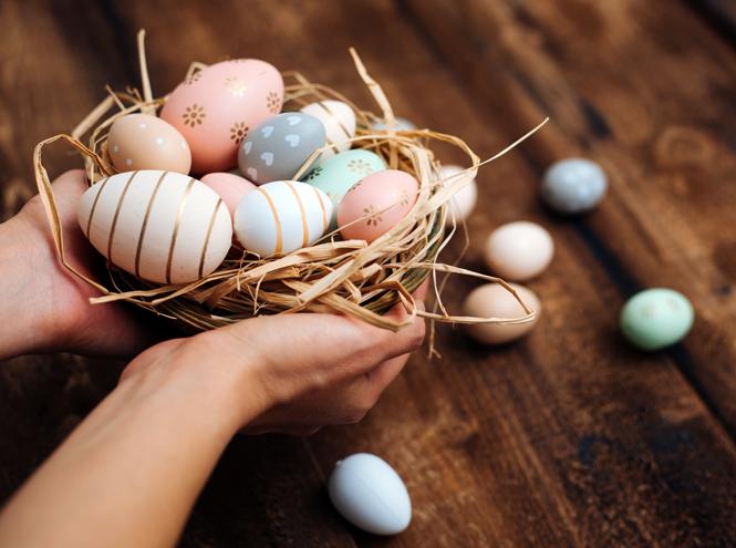 Фото №1 - 9 способов покрасить яйца на Пасху (и какой цвет нельзя использовать)