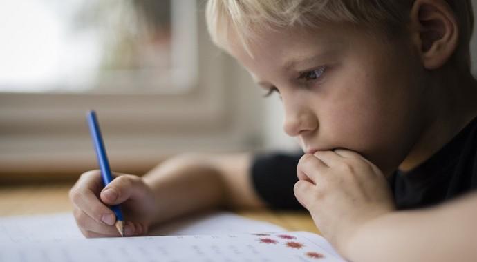 Что делать, если ребенок пишет медленно и с ошибками