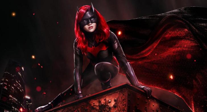 Фото №1 - Один из основных актеров покинет каст сериала «Бэтвумен»