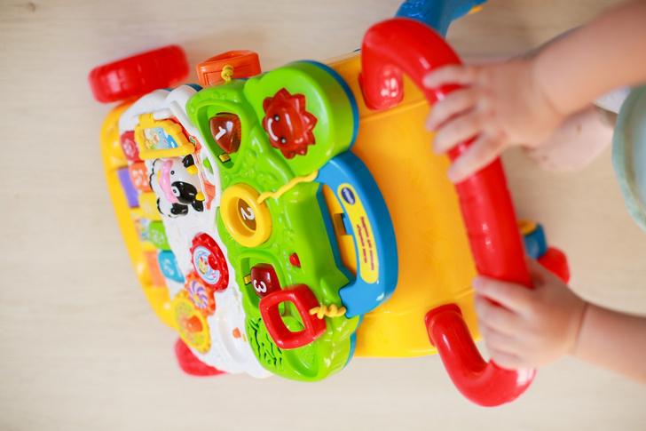 Фото №5 - Развитие ребенка: учим малыша ползать и ходить