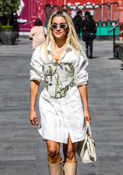 Корсет 2021, с чем носить корсет, как носить корсет, идеи образов с корсетом, модный корсет, бюстье, сексуальные образы с корсетом, купить корсет, тренды 2021, женственные тренды