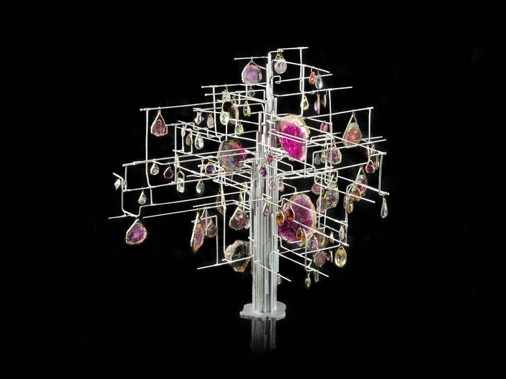Фото №1 - Для эстетов: Дом Van Cleef & Arpels открыл выставку в Париже