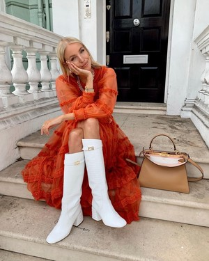Фото №2 - С чем носить жокейские сапоги — главный обувной инста-тренд зимы 2021 👢