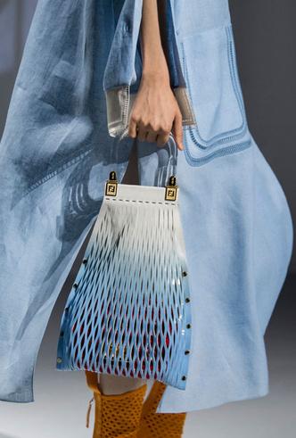 Фото №27 - Самые модные сумки весны и лета 2021