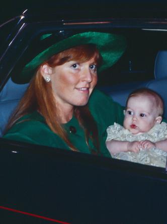 Фото №17 - Самые стильные образы королевских мам на крестинах их детей