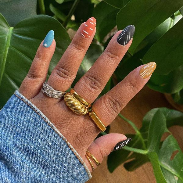 Фото №4 - Абстрактный маникюр: самые необычные дизайны для ногтей любой длины