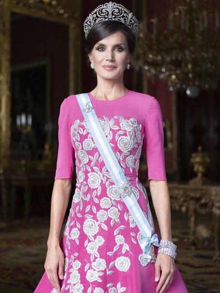 Королева Испании совершила модный провал, надев балетки