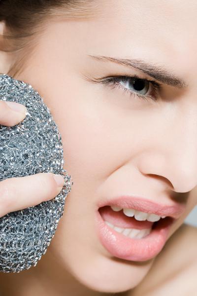 Фото №6 - 12 средств, которые косметологи никогда не нанесут на свою кожу