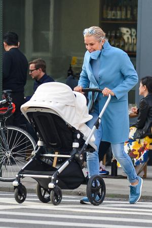 Фото №5 - Звездный родительский десант в Нью-Йорке: двое молодых отцов и бабушка-модель