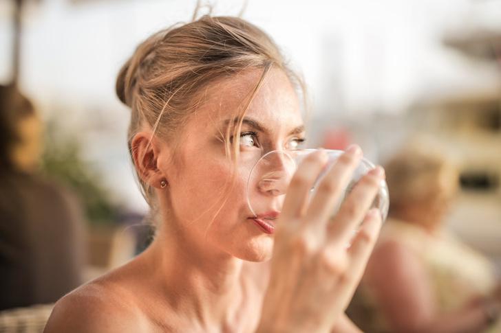 Немецкие ученые выяснили, из-за каких напитков тест на COVID-19 может ошибиться