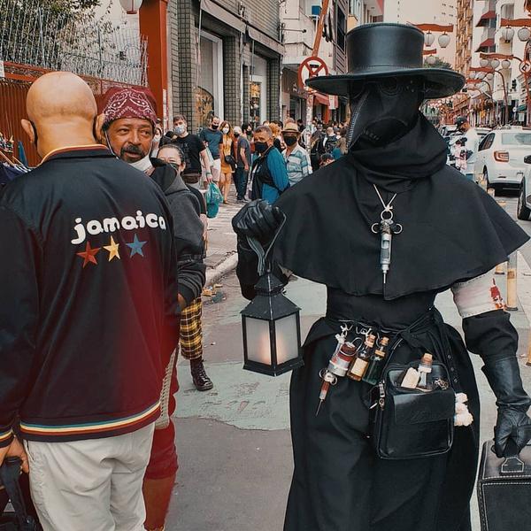 Фото №12 - 20 костюмов на Хэллоуин, которые можно носить с маской