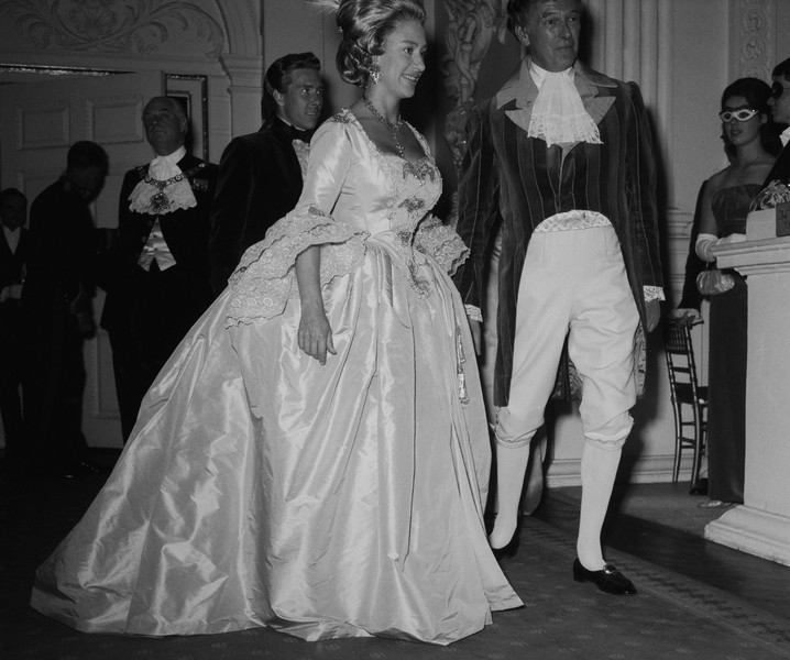 Фото №4 - Сказочная принцесса: неизвестная история самого великолепного платья Маргарет