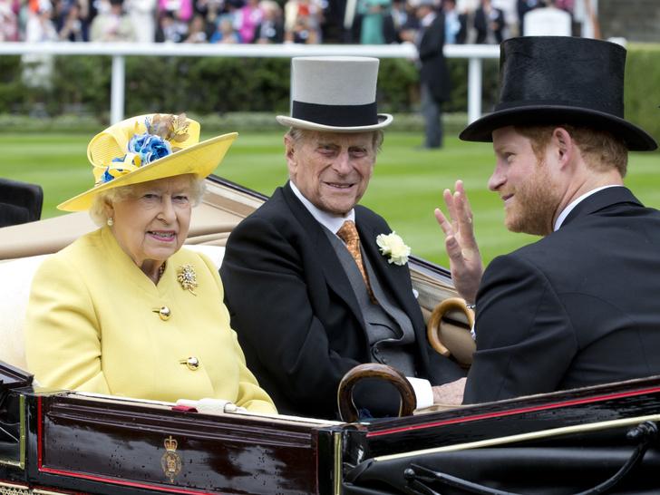 Фото №2 - Сама терпимость: Елизавета II приглашает принца Гарри на разговор в следующем месяце