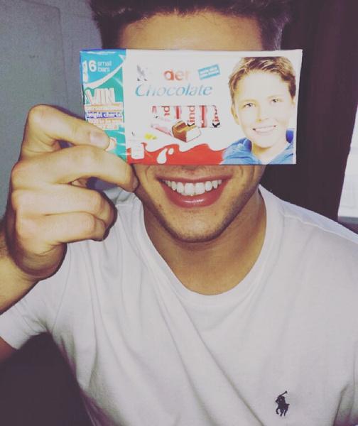 Фото №1 - Как сейчас выглядит мальчик с обертки «Киндер-шоколада»: фото