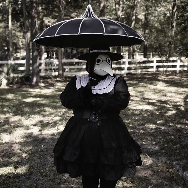 Фото №11 - 20 костюмов на Хэллоуин, которые можно носить с маской