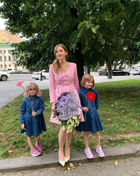 Фото №2 - Мамина или бабушкина? Поклонники Бондарчук выясняют, на кого больше похожа ее красавица-внучка