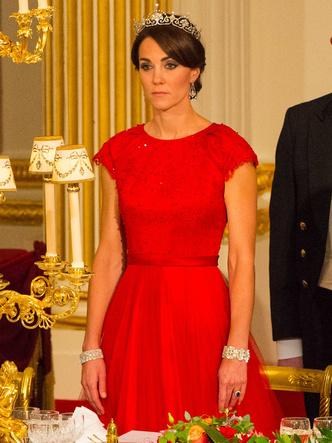 Фото №8 - Королевская сокровищница: самые дорогие украшения герцогини Кейт
