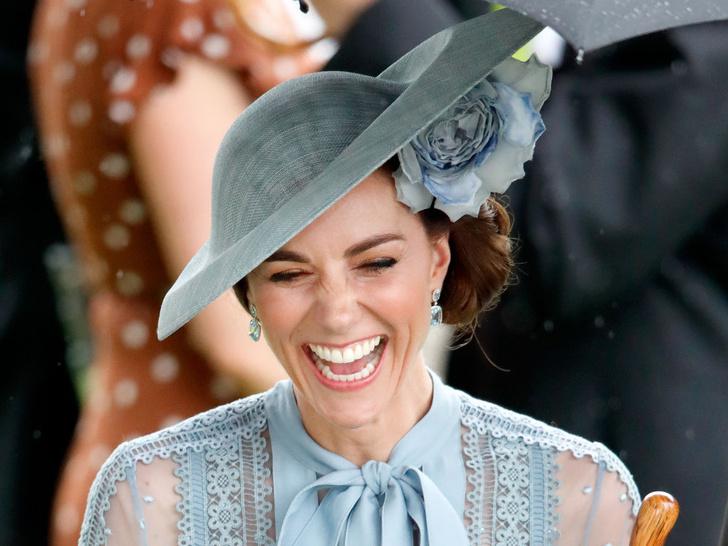 Фото №1 - Улыбчивая герцогиня: 10 самых веселых моментов Кейт за всю ее королевскую жизнь