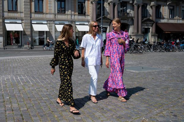 Фото №1 - 20+ трендовых платьев, которые впишутся в любой образ