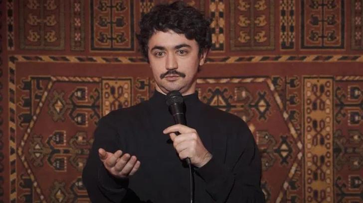 Фото №1 - Комик Идрак Мирзализаде потребовал отменить решение о пожизненном запрете на въезд в Россию