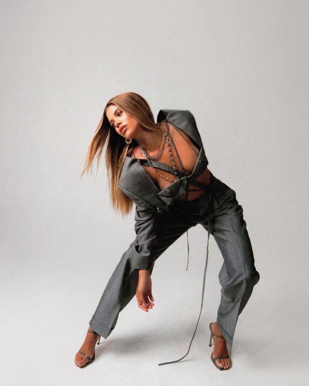 Фото №3 - Like a boss: София Ричи в самом соблазнительном деловом костюме, который вы когда-либо видели