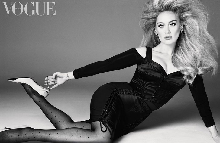 Фото №1 - «Все ради себя»: похудевшая на 45 килограммов певица Адель снялась для Vogue