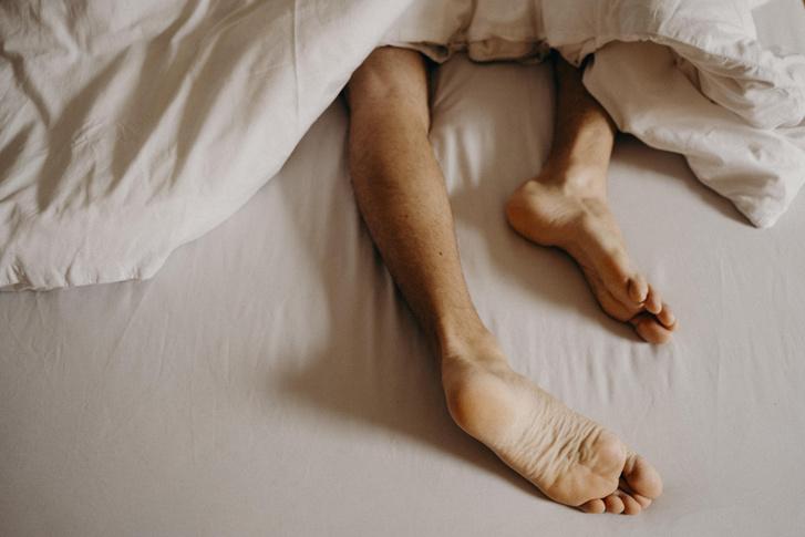 Фото №1 - 3 причины, почему надо спать голым