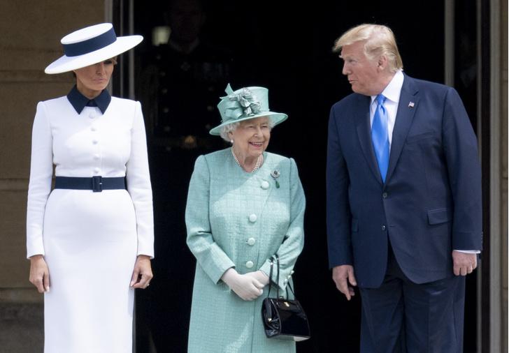 Фото №4 - От модных провалов до побед: как Первые леди одевались на встречи с Королевой