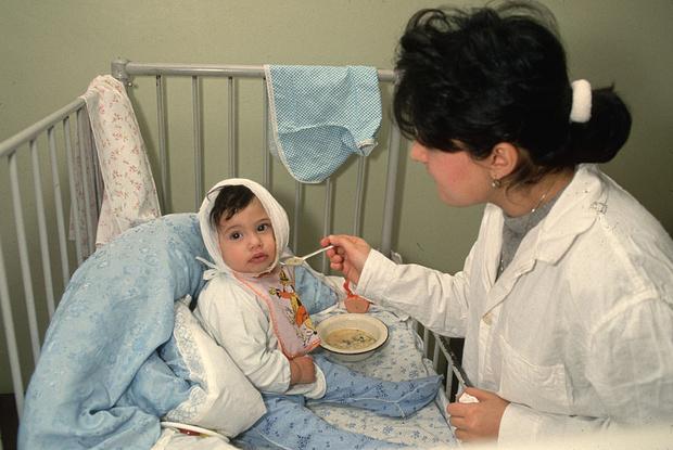 Фото №1 - Требуй алименты, корми грудью: 28 советских плакатов о материнстве
