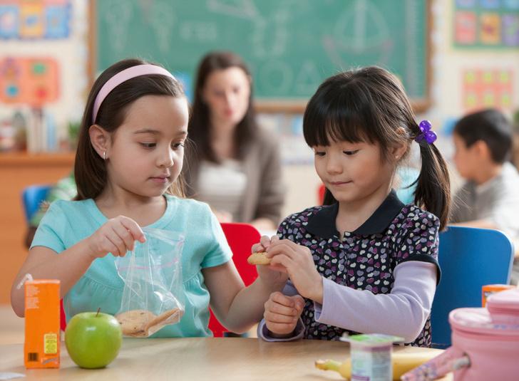 Фото №2 - Правильные установки: 6 советов, как воспитать малыша добрым