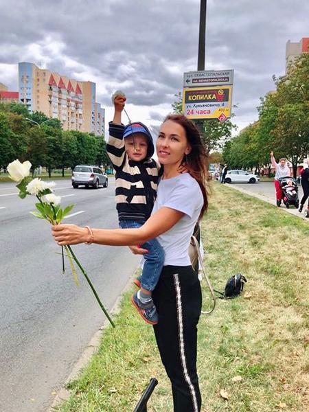 Фото №21 - Самый красивый протест в мире: истории белорусских женщин, восставших против ОМОНа
