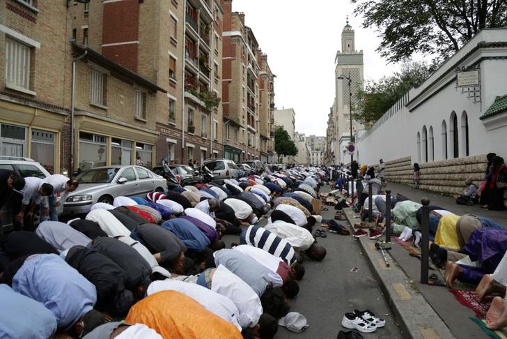 Фото №2 - Государство в государстве: как устроена жизнь в парижских иммигрантских районах