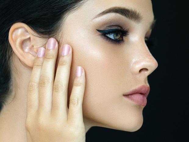 Фото №1 - «Слепые» места в макияже лица, про которые мы забываем чаще всего