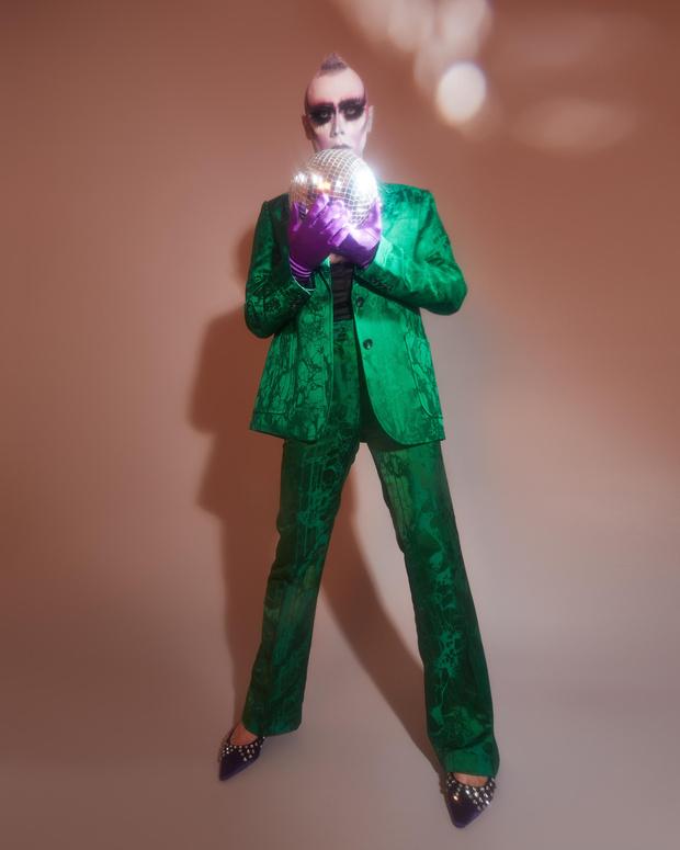 Фото №6 - Лорина Рэй: «Когда надеваешь платье, похожее на сияющие доспехи, это придает тебе сил»