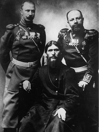 Григорий Распутин со своими сторонниками