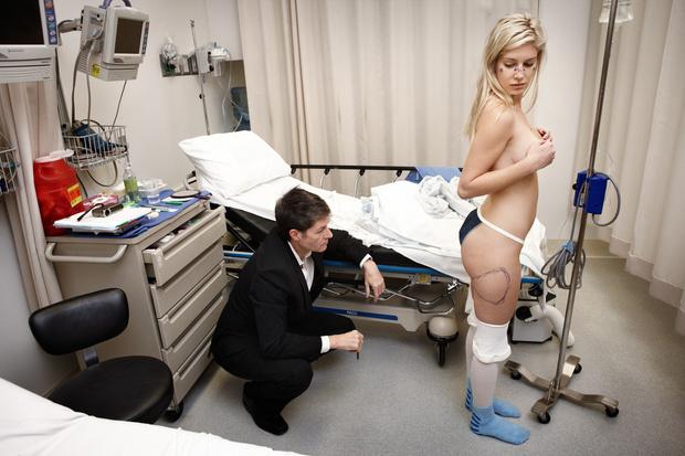 Фото №3 - Как выглядит девушка, сделавшая 10 пластических операций за день
