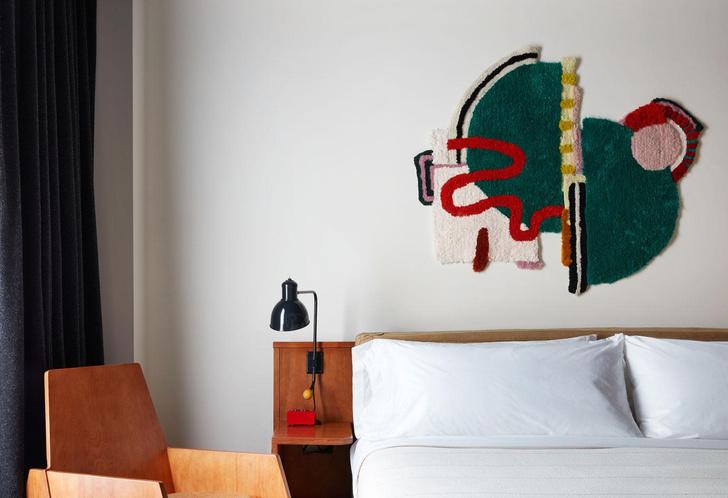 Фото №1 - Новый Ace Hotel в Бруклине с коллекцией текстильного искусства