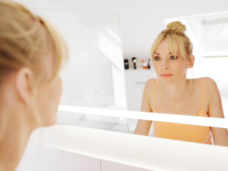 Фото №2 - Не просто привычка: о чем говорит постоянное желание смотреть на себя в зеркале