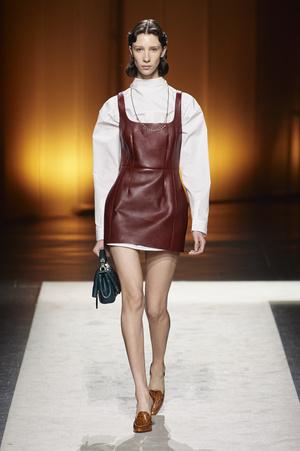 Фото №15 - Полный гид по самым модным платьям для осени и зимы 2020/21