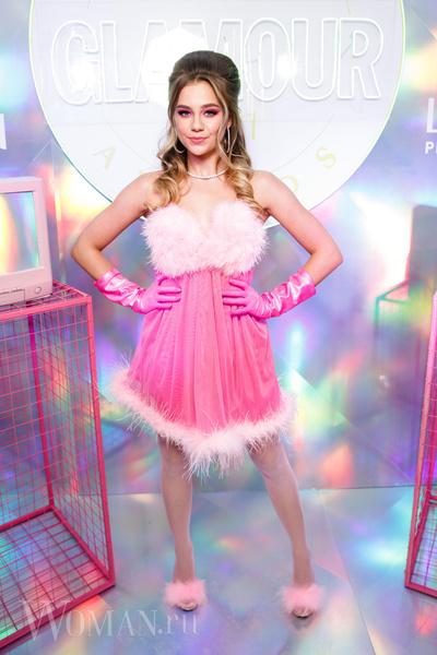 Фото №1 - Муцениеце в платье мести и ретро-Шмыкова посетили премию Glamour Influencers Awards