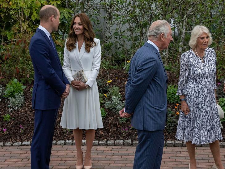 Фото №6 - Меган украла королевские драгоценности, а Уильям и Чарльз борются за трон: 5 новых (и очень странных) слухов о Виндзорах
