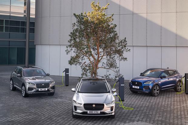 Фото №1 - Jaguar будет лечиться электричеством: знаменитый бренд отказывается от бензина и дизеля